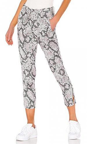 Облегающие брюки Chaser. Цвет: белый