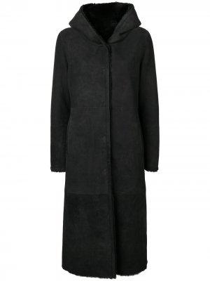 Пальто из овчины с капюшоном Liska. Цвет: черный