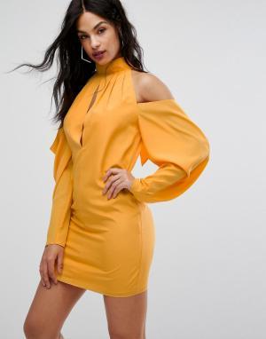 Платье мини с вырезами на плечах и сборками AQ/AQ-Желтый AQ