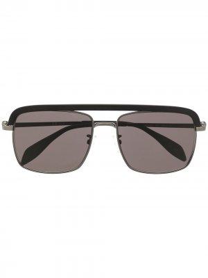 Солнцезащитные очки-авиаторы с декором Skull Alexander McQueen Eyewear. Цвет: черный