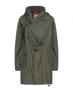 Легкое пальто BARACUTA. Цвет: зеленый-милитари