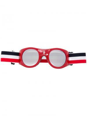 Солнцезащитные очки в круглой оправе Moncler Eyewear. Цвет: красный